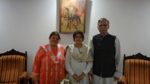 Dr. Afshan Hashmi ( Seen on Left) with present Vice-Chancellor of AMU Lt. Gen. (Retd.) Zameeruddin Shah ( Seen on Right) Mrs. Sabiha Shah( Seen in Middle)